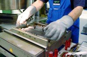 VAT ist ein internationaler Hersteller von Vakuumpumpen. Bild: www.vat.ch