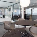 Helle Beratungszimmer schaffen eine freundliche Atmosphäre.