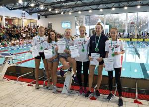 Platz 1 in 22:25,33. weibliche B-Jugend: (von links nach rechts) Marie Gröting, Idil Güven, Nele Sandmann, Hannah Schulte, Isabell Droll