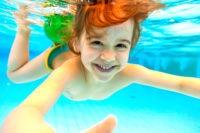 Schwimmkind beim Tauchen - Schwimmkurse der Schwimmschule Wassermäuse