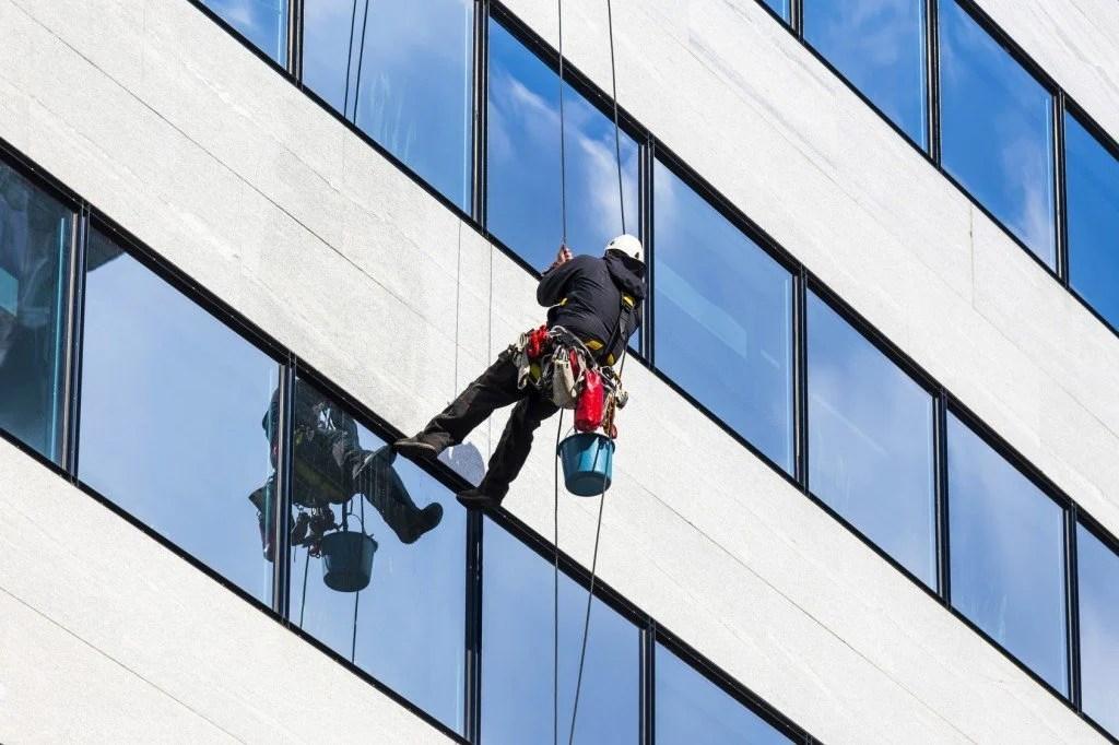 How Do Skyscraper Windows Get Clean  Science ABC
