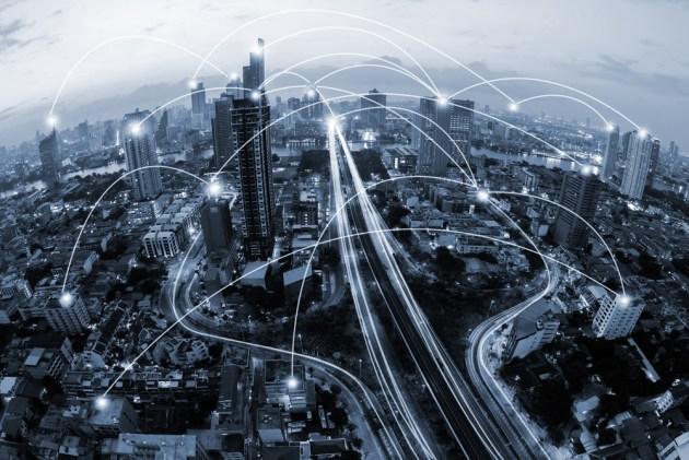 cidade de tom azul e conceito de conexão de rede (Ekaphon maneechot) s