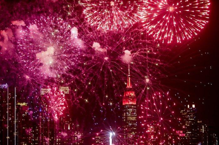 red fireworks 4th july bi