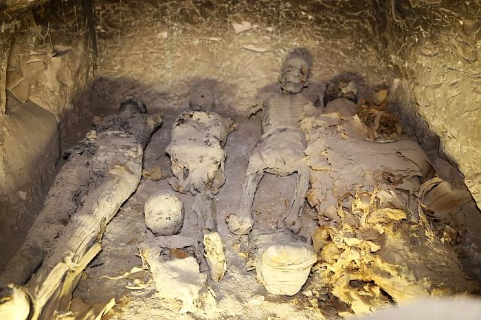 tt22 family burial