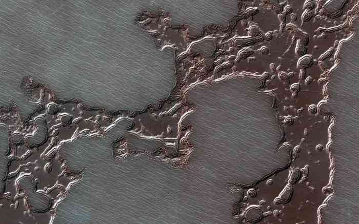 A mesa of frozen carbon dioxide at Mars' south pole.  (NASA)