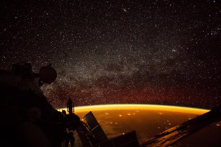 Воздушное свечение с октября 2018 г. (Средство наблюдения за экипажем Земли МКС / Отделение наук о Земле и дистанционного зондирования)