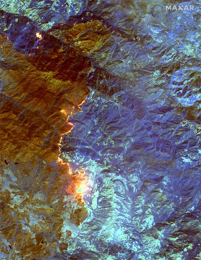 Коротковолновое инфракрасное спутниковое изображение пожара Кинкейда в округе Сонома, Калифорния, 24 октября 2019 года.