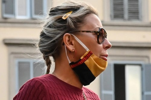 Woman wearing a mask improperly