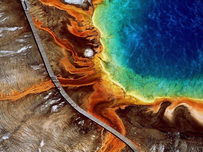 Maravilla-en-magnífico-prismático-primavera-localizado-en-wyomings-yellowstone-nacional-parque-como-el-más-natural-caliente-primavera-en-su-su-favorito- Deslumbrantes colores que cambian de naranja y rojos en el verano a tonos verdes en el invierno