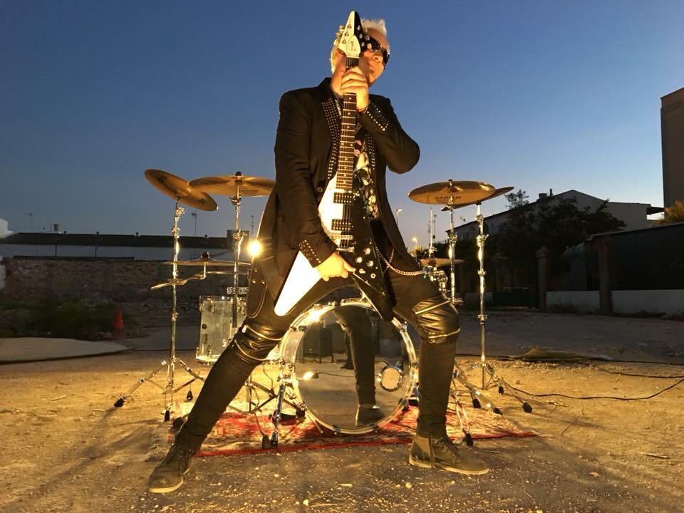 Entrevista a Javi Ortega, guitarrista de Stingers: 'El día que Rudolf Schencker se subió a tocar con nosotros casi nos da algo'