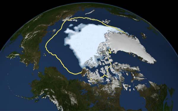 Deze afbeelding is gebaseerd op waarnemingen van satellieten. De hoeveelheid zee-ijs is wit gekleurd. De gele lijn geeft het gemiddelde zomerminimum van de laatste 30 jaar aan. Afbeelding: NASA/Goddard Scientific Visualization Studio.