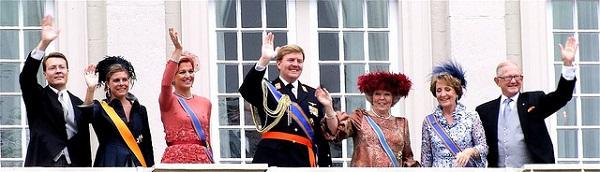 De oranjes zwaaien op Prinsjesdag traditioneel vanaf een balkon naar het volk. Foto: Roel Wijnants.