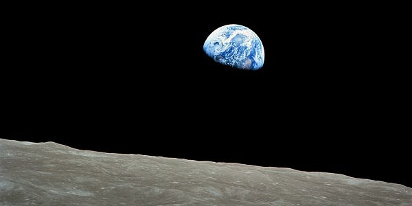 Aarde en maan putten uit dezelfde waterbron