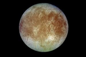 Is er leven mogelijk op Europa? Lees alles over de meest bijzondere manen van ons zonnestelsel.