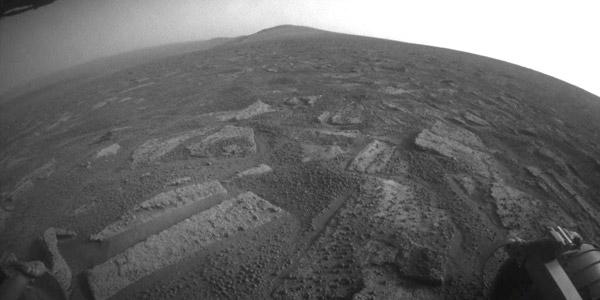 Het stukje Botany Bay dat Opportunity nog moet doorkruisen. Solander Point  is op deze foto ook duidelijk zichtbaar: het hoger liggende gebied aan de horizon. Foto: NASA.