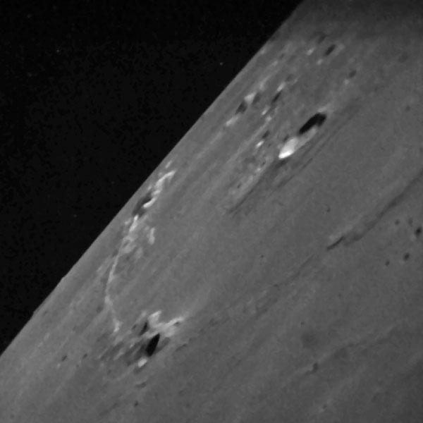 Een gebergte op de maan: Montes Agricola. Afbeelding: NASA Ames.