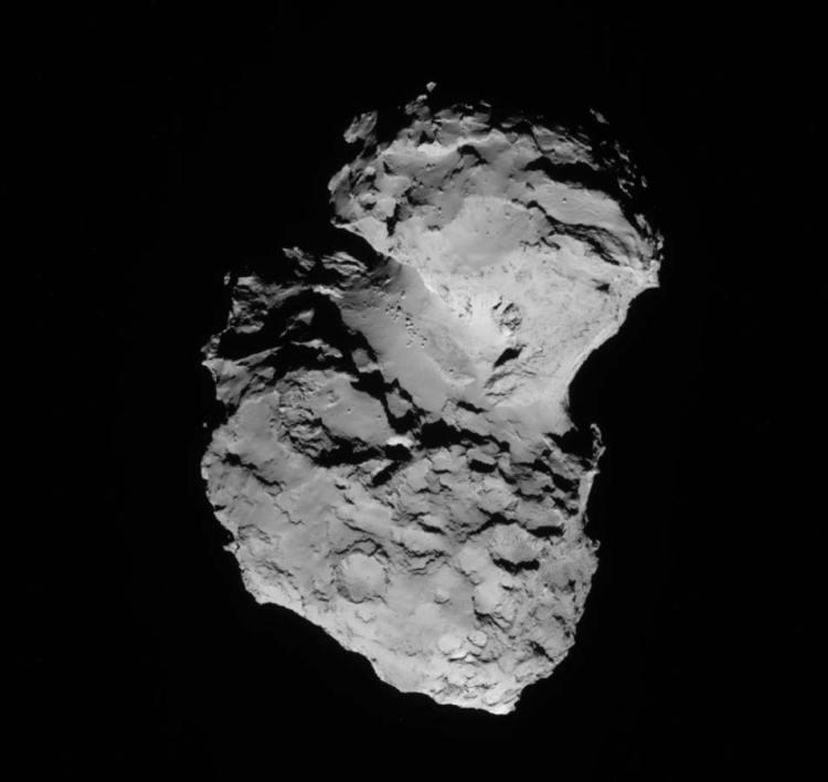 Ondertussen blijft Rosetta natuurlijk ook foto's maken van de komeet. We hebben de komeet dan ook al vanuit verschillende hoeken gezien. En elke keer blijft deze verbazen. Afbeelding: ESA / Rosetta / NAVCAM.