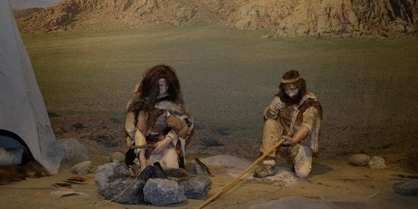 Een scene met Neanderthalers. Foto gemaakt door Evelien de Roode