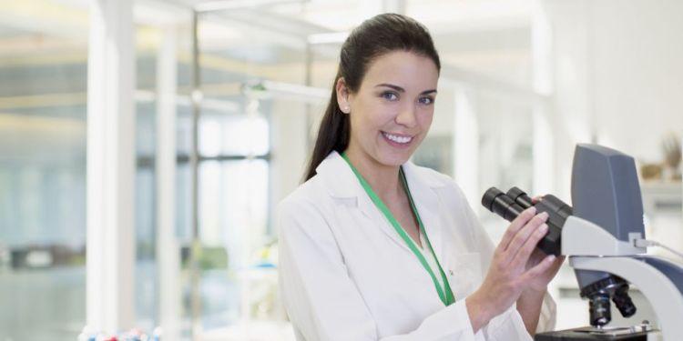 vrouwelijke-wetenschapper