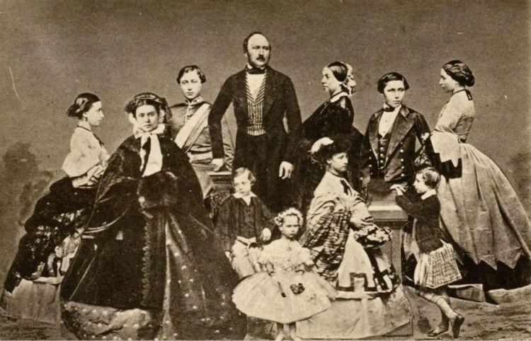 Victoria, Albert en hun gezin, bestaande uit negen kinderen. Foto: John Jabez Mayall.