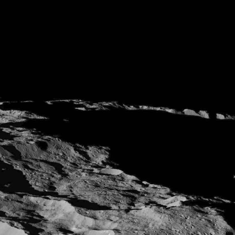 Op deze foto zie je een gebied nabij de zuidpool van Ceres. Afbeelding: NASA / JPL-Caltech / UCLA / MPS / DLR / IDA.
