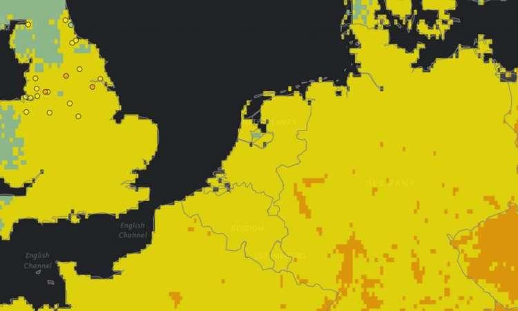 Nederland en België: grotendeels geel met enkele kleine oranje en groene plekjes.