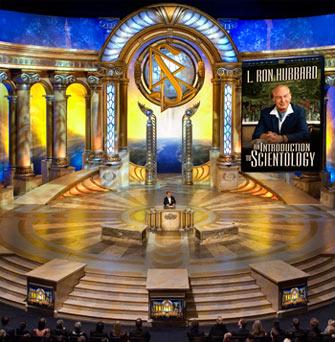 Il Cob sperpera i fondi della Chiesa nella realizzazione di palcoscenici stravaganti ed esagerati per i suoi event