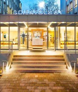 scientology-church-20150223-basel-entrance-47124-flat