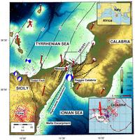 Impostazione geologica dello Stretto di Messina, con la posizione del ponte prevista (grigio linea continua), e del profilo sismico TIR10/01 riflessione (linea bianca).