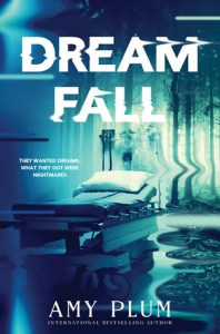 Book cover for Dreamfall by Amy Plum