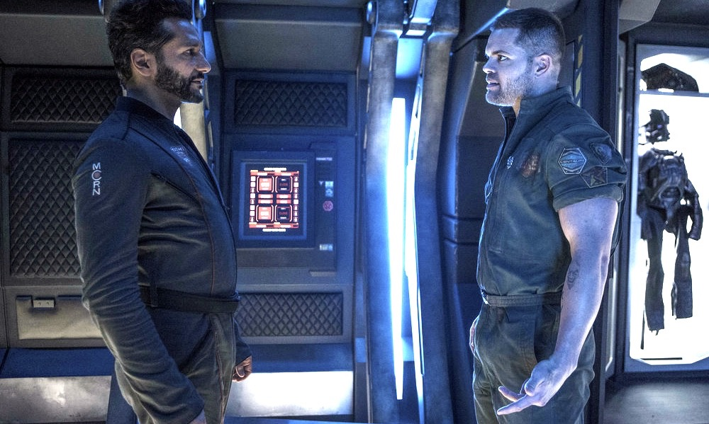 """THE EXPANSE -- """"Paradigm Shift"""" Episode 206 -- Pictured: (l-r) Cas Anvar as Alex Kamal, Wes Chatham as Amos Burton -- (Photo by: Rafy/Syfy)"""
