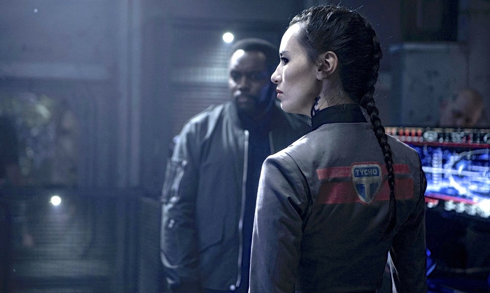"""THE EXPANSE -- """"Pyre"""" Episode 208 -- Pictured: Cara Gee as Drummer -- (Photo by: Rafy/Syfy)"""