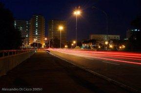 scie automobilistiche in una sera dell'EUR, a Roma - cars slipstreams at EUR district, Rome