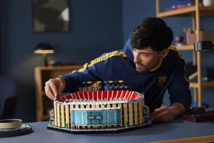 Lego: scopri Camp Nou – FC Barcelona, set da esposizione iconico e coloratissimo da oltre 5500 pezzi