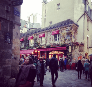 Le Marais, my other favorite neighborhood. Such a beautiful place - cobblestone walkways, alleys filled with people, sidewalk cafes...and the shopping is AMAZING.