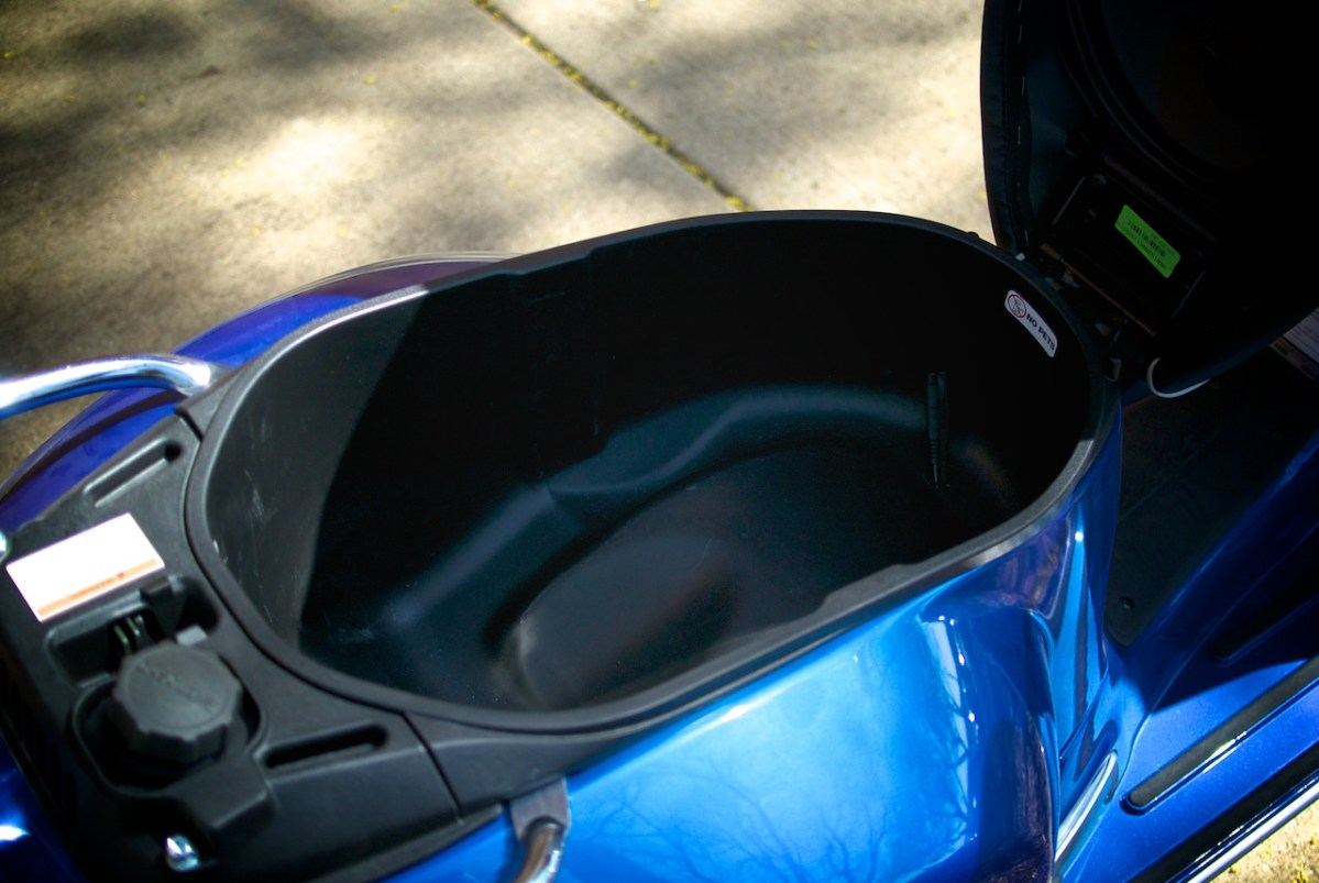 2015 vespa gts 300 range first look motorcycle usa - Ask Sf How To Not Over Fill A Vespa S Gas Tank