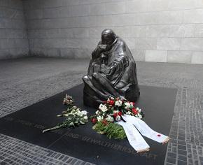 La statua sulla Unter den Linden