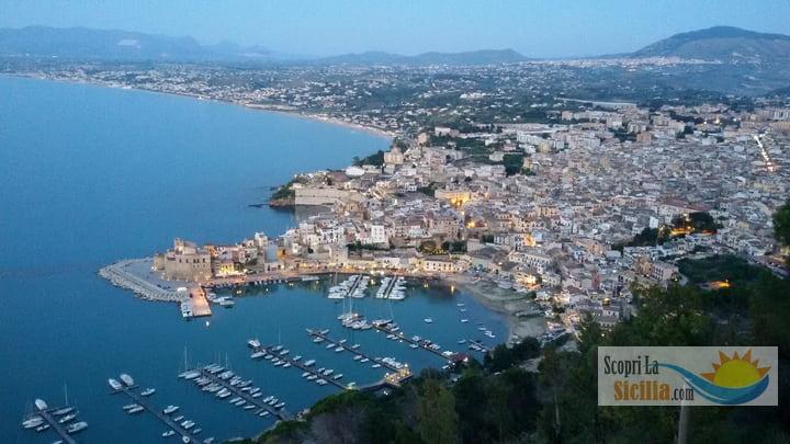 Panoramica del porto di Castellammare del Golfo