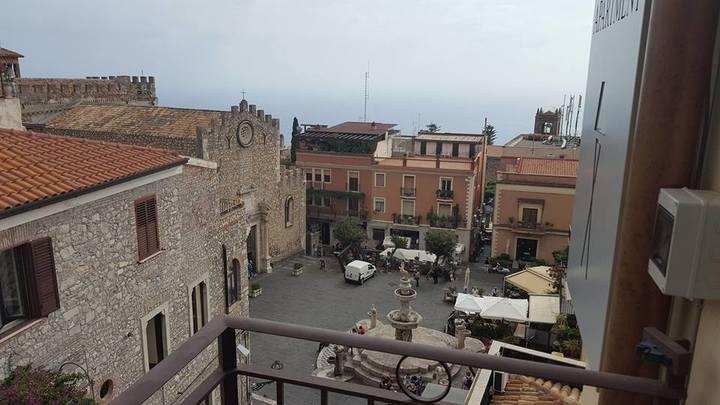 piazza Duomo a Taormina con la fontana barocca