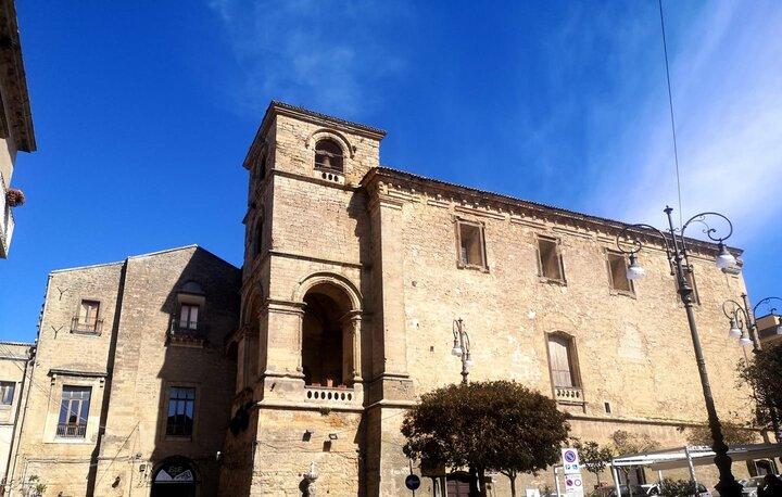 La Chiesa di San Francesco di Enna ed il suo campanile, visuale da Piazza Vittorio Emanuele