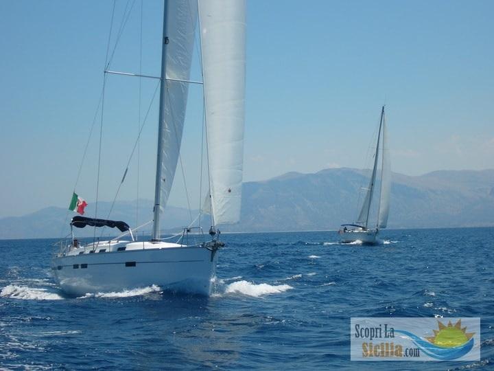 due barche in flotilla in sicilia, con skipper a bordo