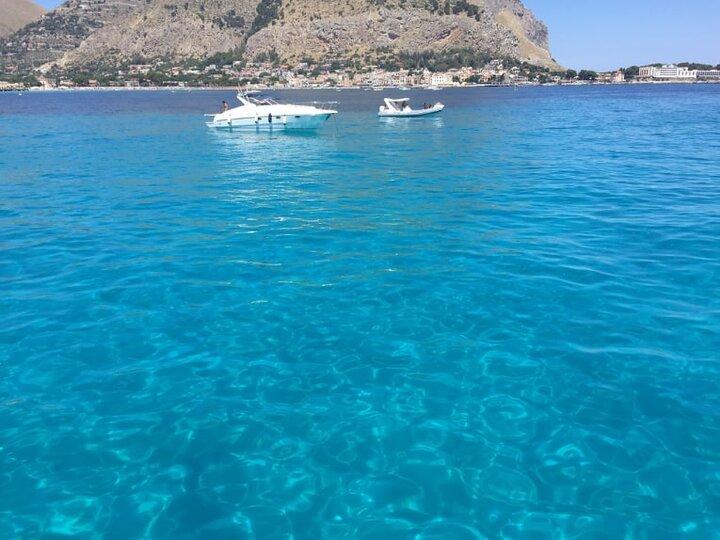 Le limpide acque del Golfo di Mondello (Palermo)