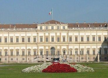 Fronte Villa Reale Monza