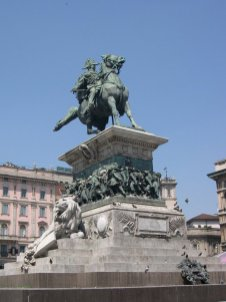 Vittorio Emanuele II in piazza Duomo