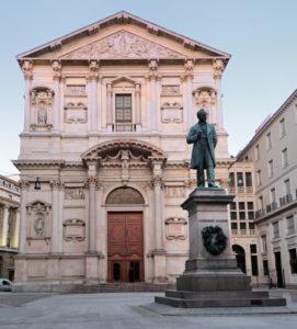 Piazza San Fedele e Palazzo Marino nel centro di Milano