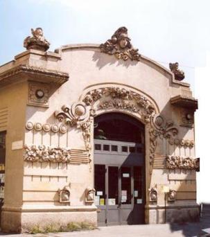 Cinema Dumont - facciata in cemento decorativo