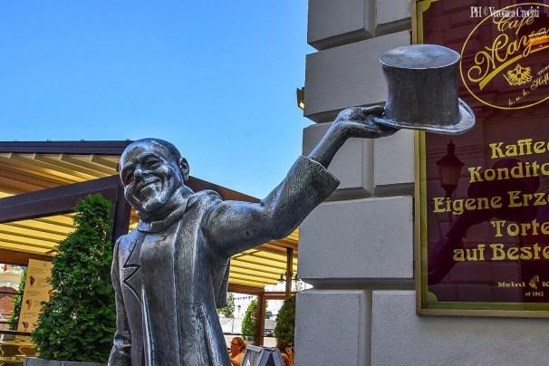 Statua Schöne Náci - Bratislava, Slovacchia (Europa)
