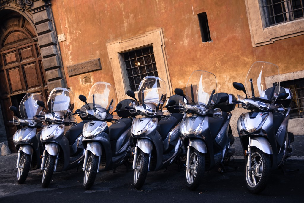 new-rome-scooters-urban-photography