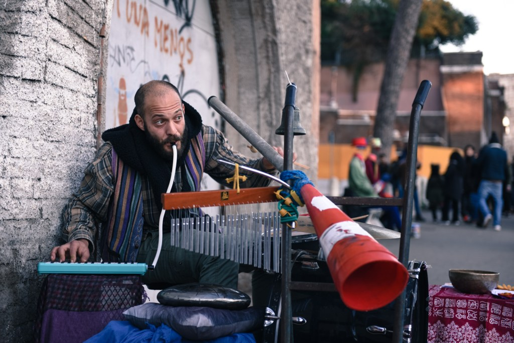 new-rome-street-musician-photography