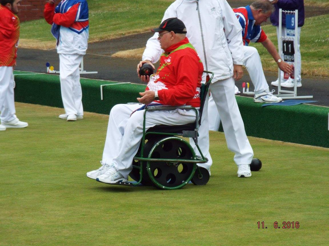 Wheelchair bowler with Bradshaw buggy